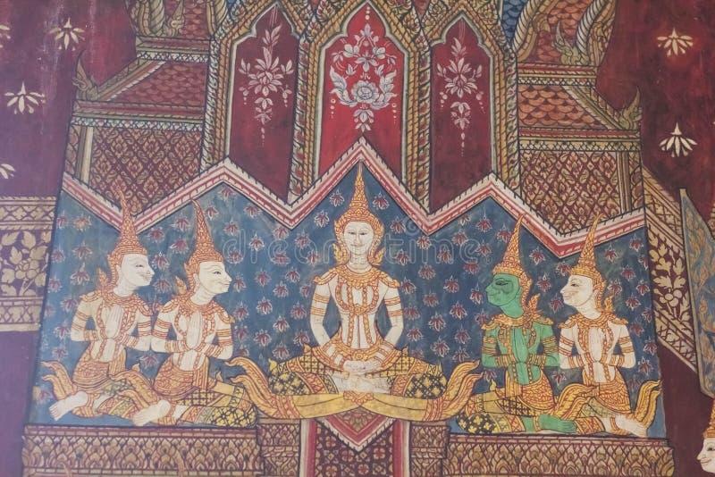 Väggmålningarna är härliga och i thailändska tempel royaltyfri bild