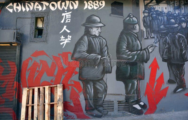 Väggmålningen berättar berättelsen av San Francisco chinatown arkivfoto