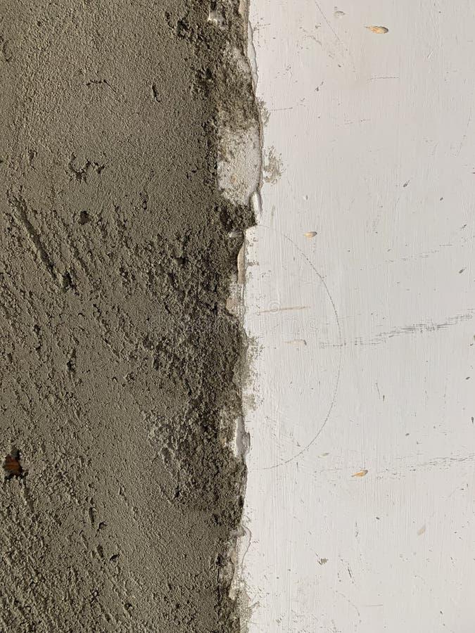 V?ggtextur med naturliga defekter, skrapor, sprickor, sprickor, chiper, damm, k?rvhet Cementbetongv?gg och gammal murbruk royaltyfri bild