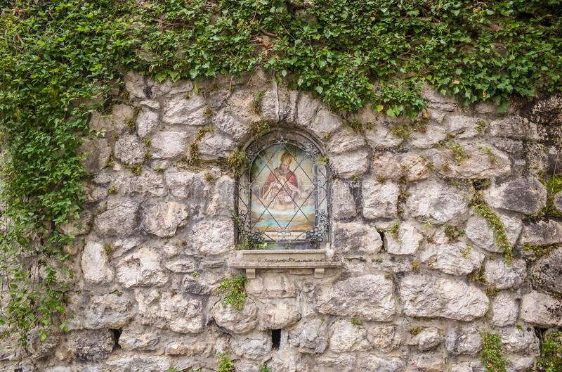 Väggwaysiderelikskrin till helgonet Wolfgang, StGilgen, Österrike royaltyfria foton