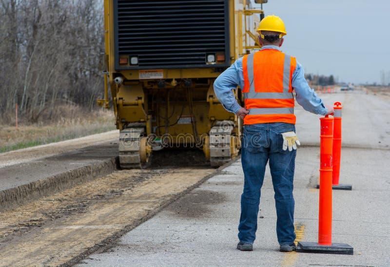 Väghuvudvägbyggnadsarbetare royaltyfria foton