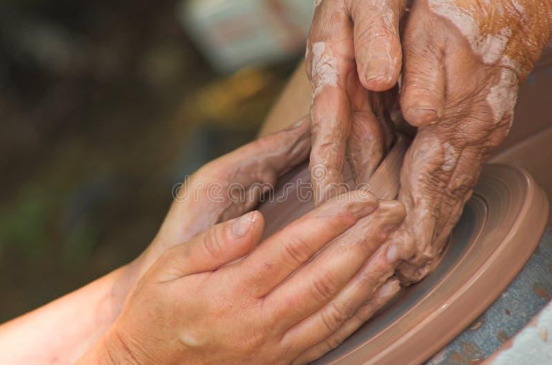 vägledande händer arkivbilder