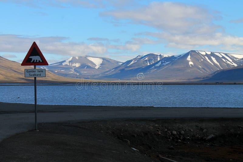 Vägmärke på Svalbard arkivfoto
