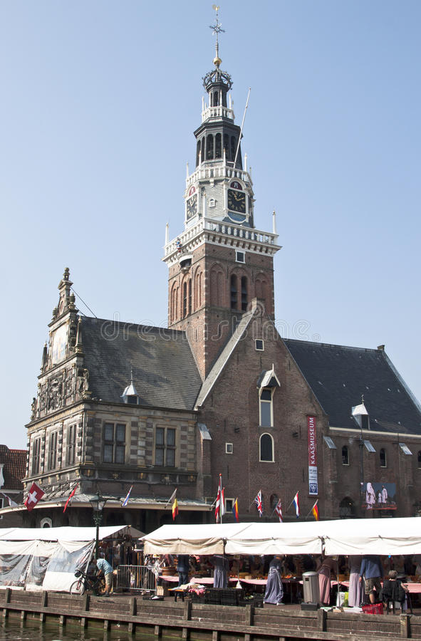 Vägning av huset i Alkmaar, Nederländerna royaltyfri fotografi