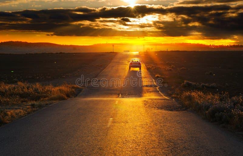 vägsolnedgång arkivbilder
