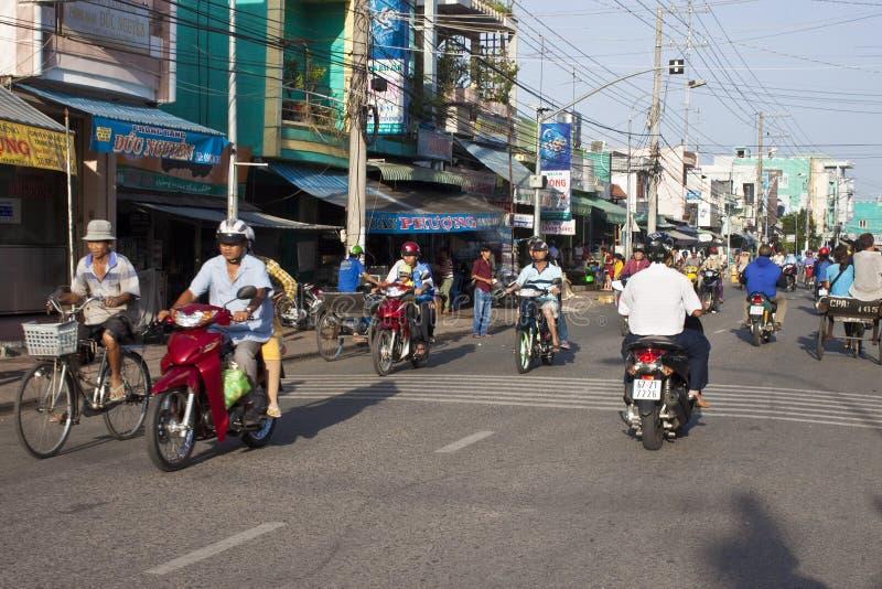 Vägtrafik i Chau Doc royaltyfri foto