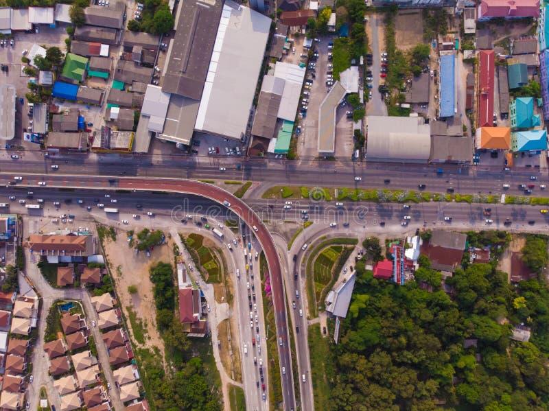 Vägtrafik i stad på Pattaya, Thailand, bästa sikt royaltyfria foton