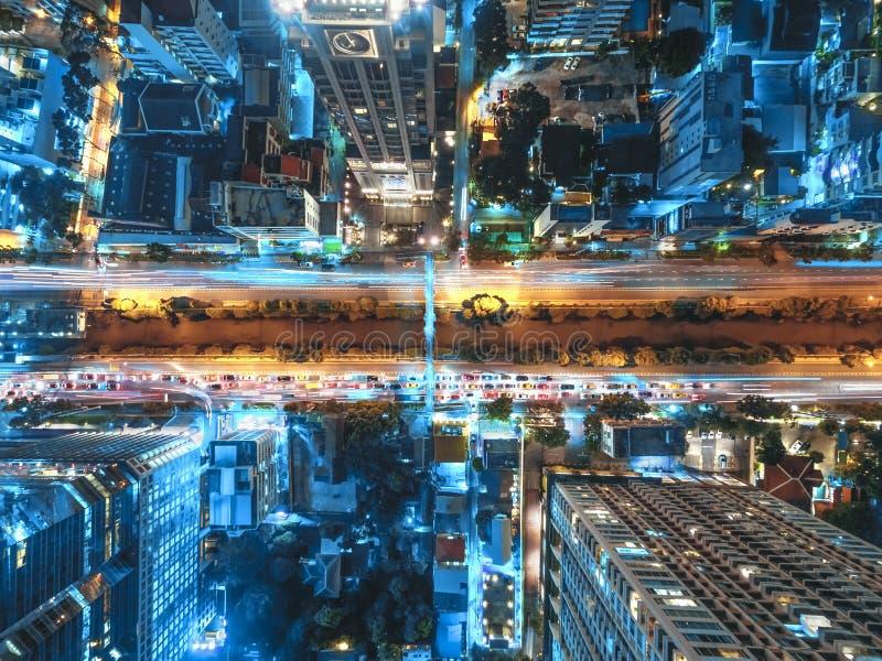 Vägtrafik i stad på Thailand arkivfoto