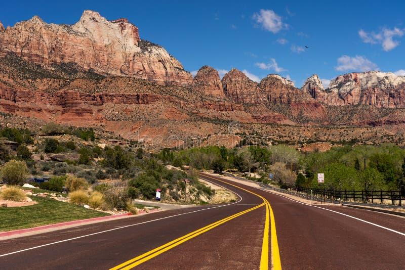Vägtur till och med Zion National Park, USA royaltyfria foton