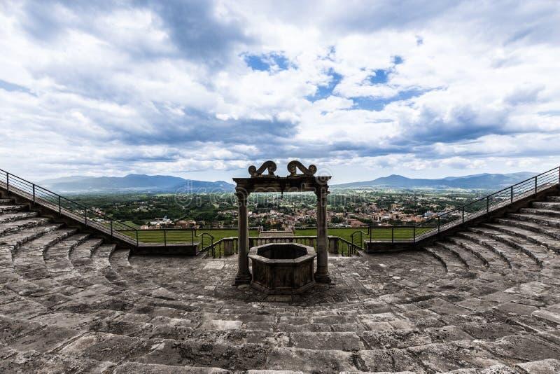 Väl av templet av lycka i palestrina fotografering för bildbyråer