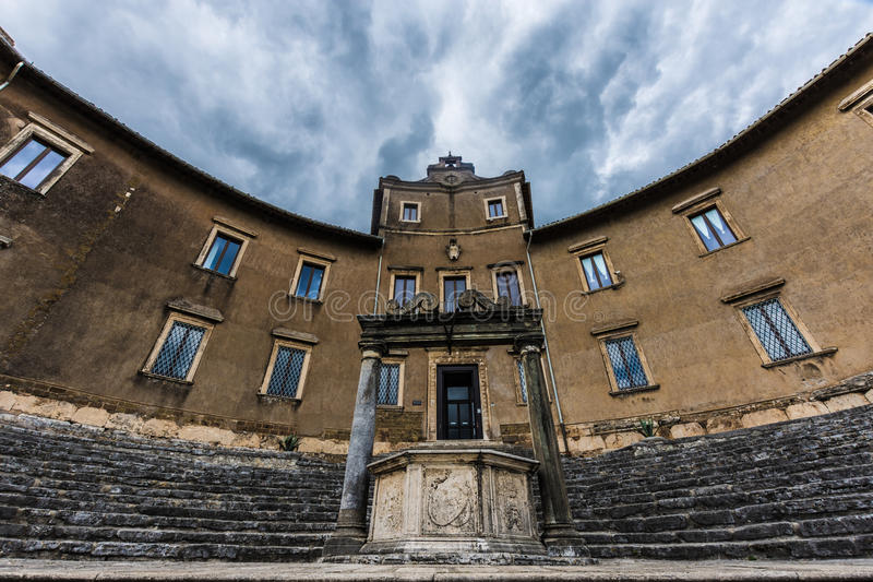 Väl tempel av dea fortuna Palestrina arkivbild