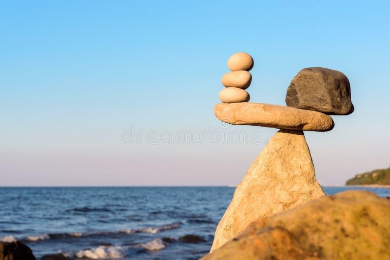 Välbalanserat av stenar fotografering för bildbyråer