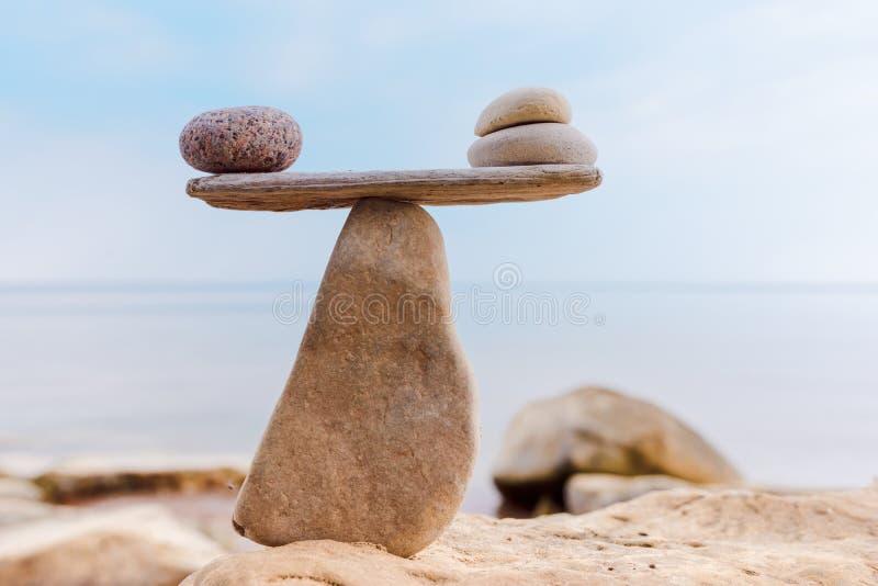Välbalanserat av stenar royaltyfria bilder