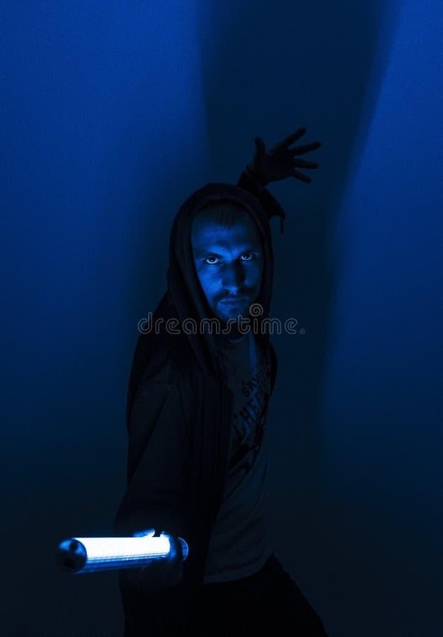Väldig jedivinstsmakt från en neonlampa, cyberpunk, futurism arkivbilder