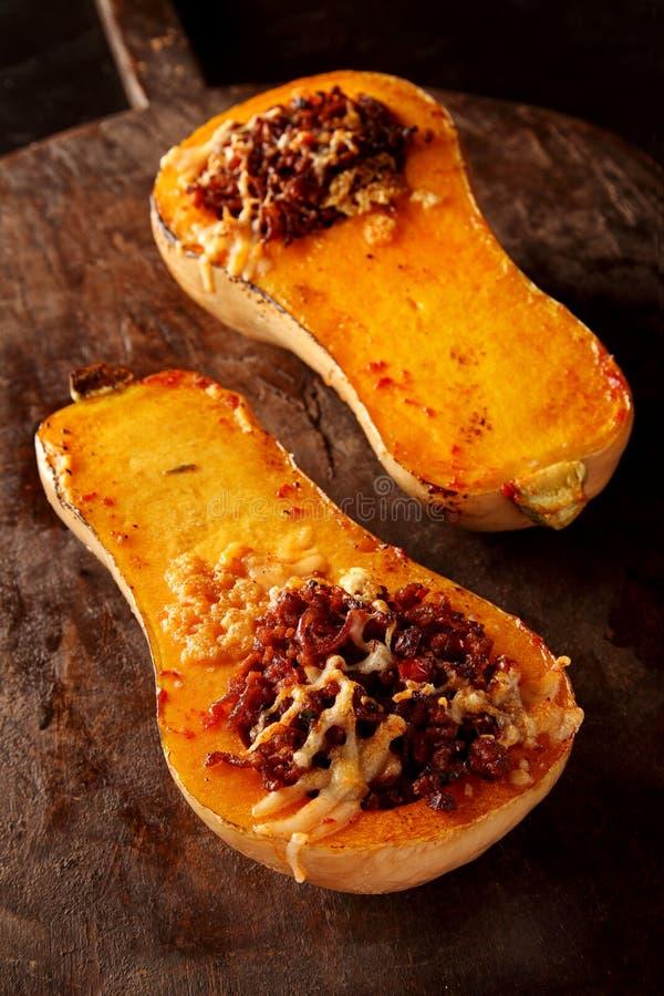 Välfylld grillad butternutsquash arkivfoto