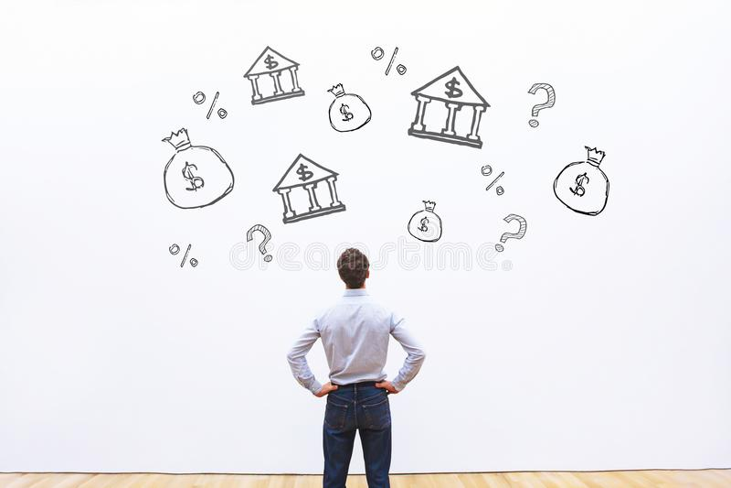 Välja banken för kreditering eller lån, jämföra för affärsman royaltyfri bild