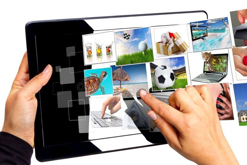 välja multimedior som omedelbar tableten royaltyfri fotografi