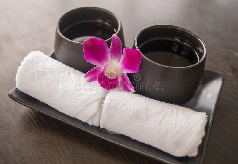 Välkommen drink och kalla handdukar royaltyfria foton