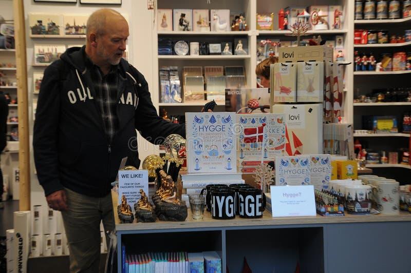 VÄLKOMMEN GIFTSHOP & SOUVENIRLAGER royaltyfri foto