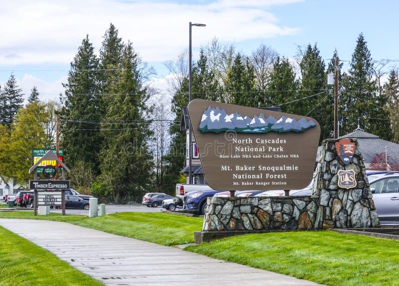 Välkommet tecken för norr kaskadnationalpark - NORR KASKADER/WASHINGTON - APRIL 11, 2017 arkivbild