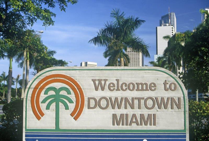 välkomnande för ï¿ ½ till det i stadens centrum tecknet för Miamiï ¿ ½, Miami, Florida royaltyfria bilder