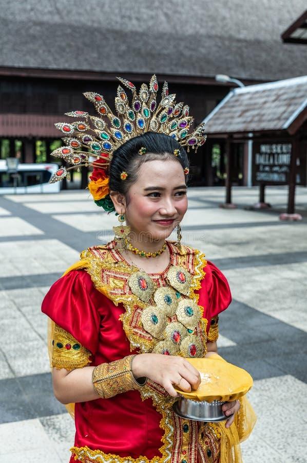 Välkomnande på museet Balla Lompoa i Makassar, södra Sulawesi, Indonesien royaltyfri foto