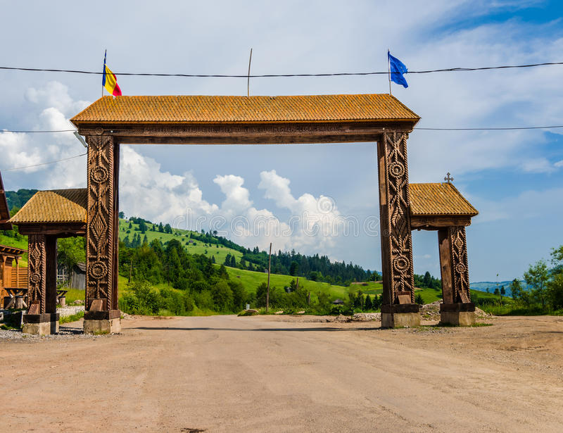 Välkomnande till den Maramures tillträdesporten royaltyfri fotografi