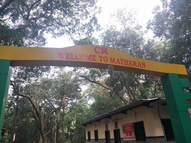 Välkomnande till den Matheran porten, Mumbai, Indien arkivfoton