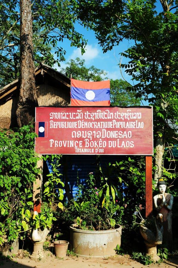 Välkomnande till det Laos tecknet arkivfoto