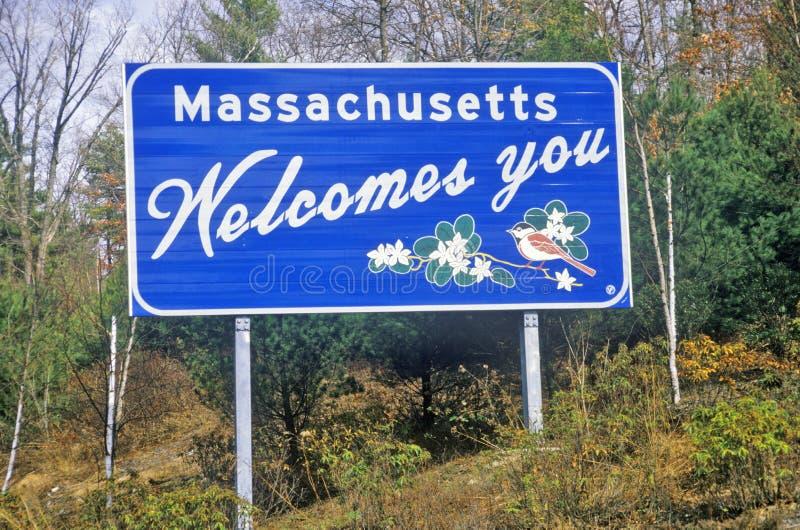Välkomnande till det Massachusetts tecknet arkivfoto