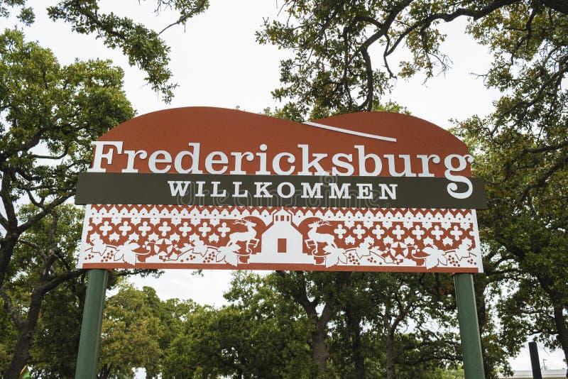 Välkomsttecken för Fredericksburg arkivfoto