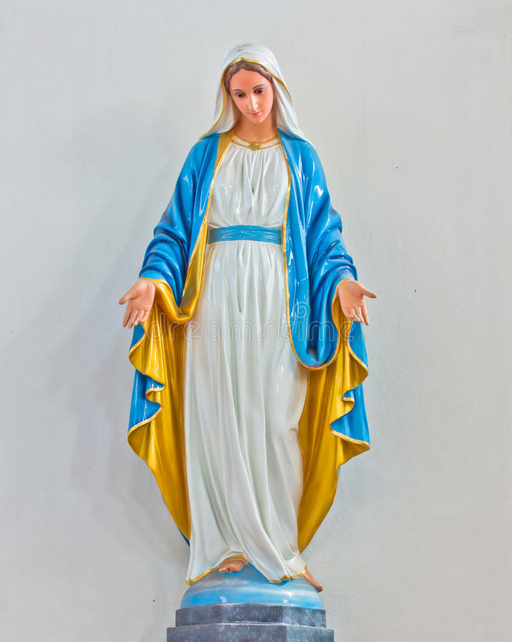Välsignad jungfruliga Mary staty royaltyfria bilder