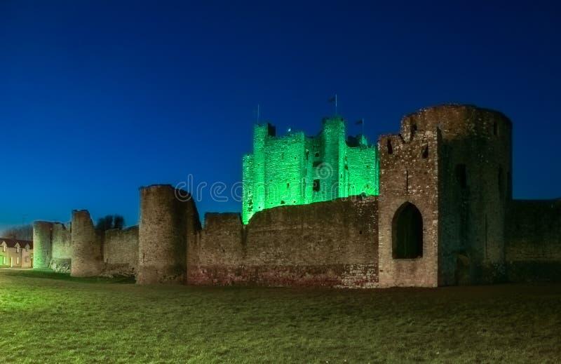 Välskött slott på natten ståndsmässiga Meath ireland royaltyfri bild