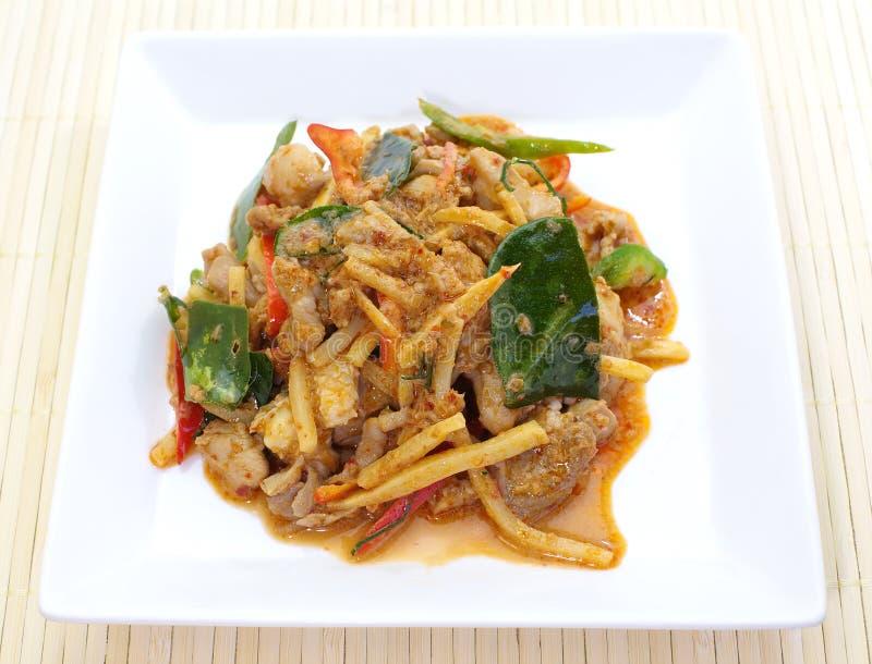 Välsmakande curry med höna och bambu royaltyfri fotografi