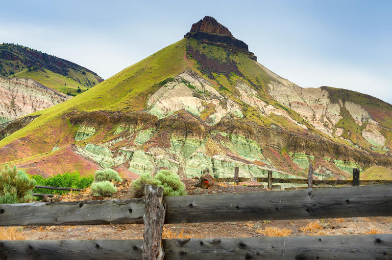 Välta ranchen i John Day Fossil Beds National parkerar royaltyfri fotografi