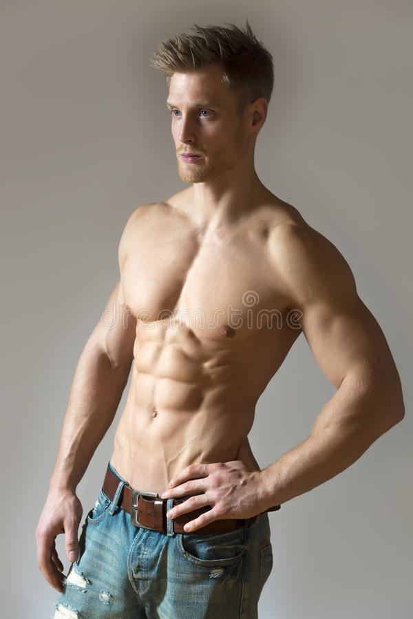 Blond idrottsman nen royaltyfri fotografi