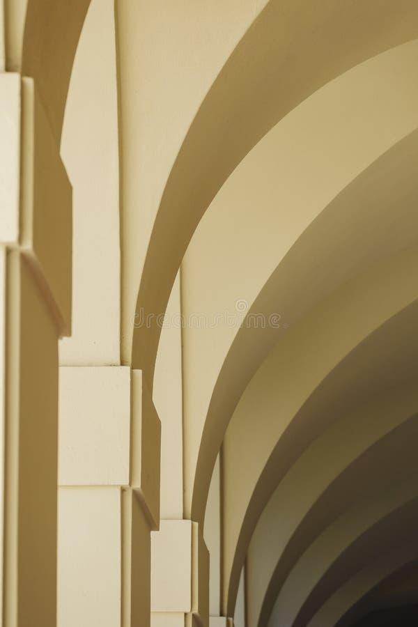 Välva sig väggen av det härliga Pasadena stadshuset på Los Angeles, Kalifornien royaltyfri fotografi