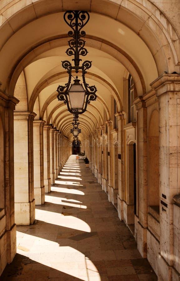 välva sig walkwayen arkivfoton