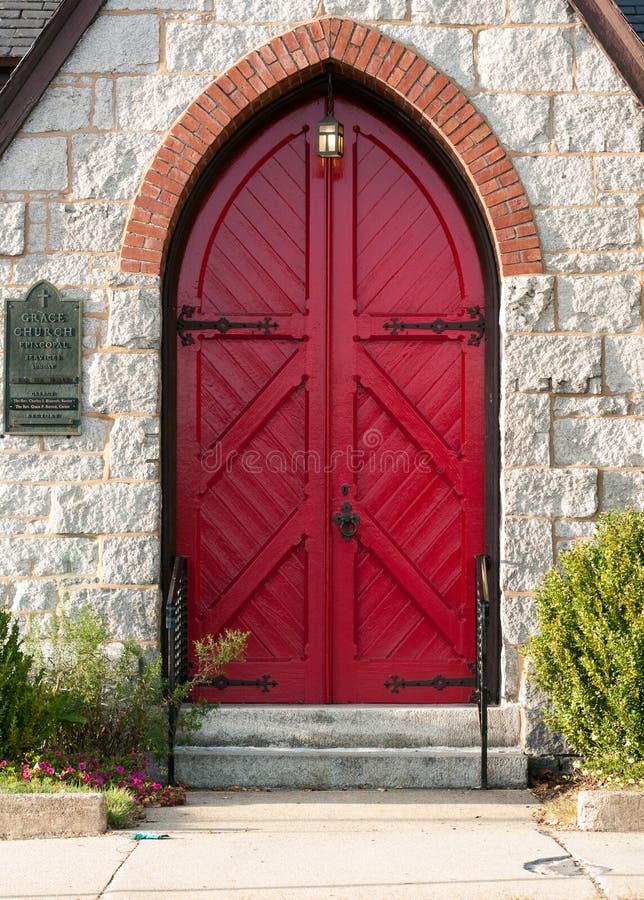 Välvd dörröppning av en episkopalkyrkan arkivbilder