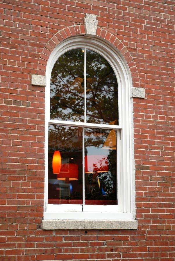 välvt fönster royaltyfri bild