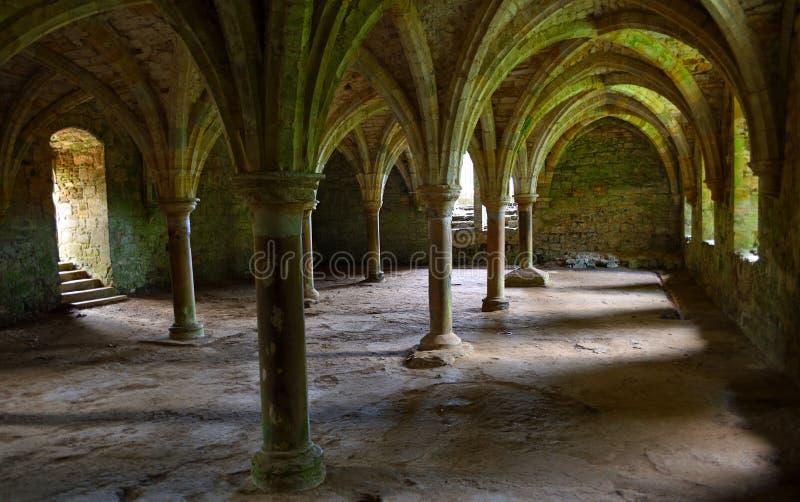 Välvt tak av striden Abbey East Sussex som byggs på platsen av striden Hastings arkivbilder