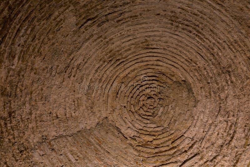 Välvt tak som göras av tegelstenar arkivbilder