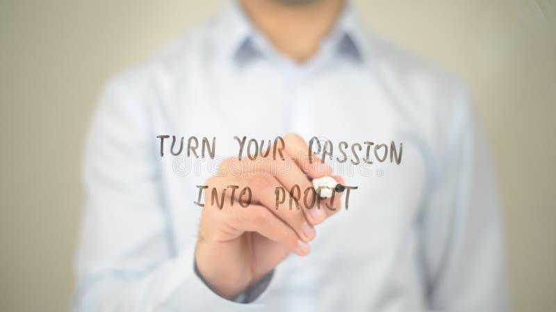 Vänd din passion in i vinst, manhandstil på den genomskinliga skärmen royaltyfria foton