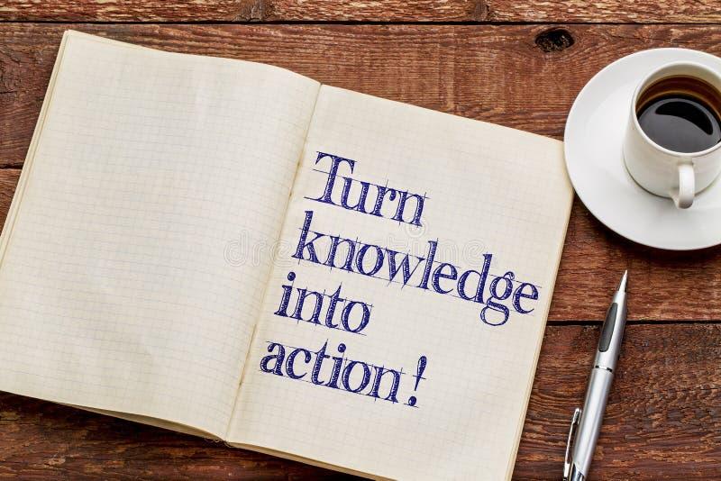 Vänd kunskap in i handling! arkivbilder