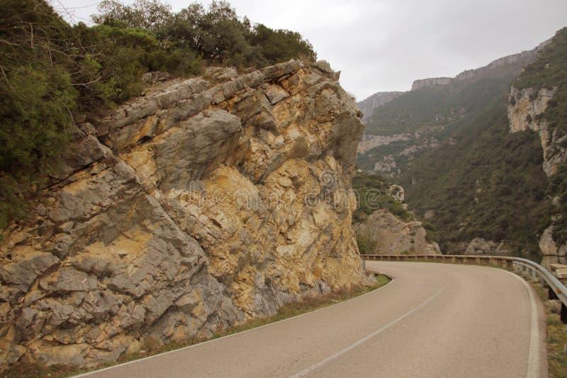 Vänd på bergvägen arkivbilder