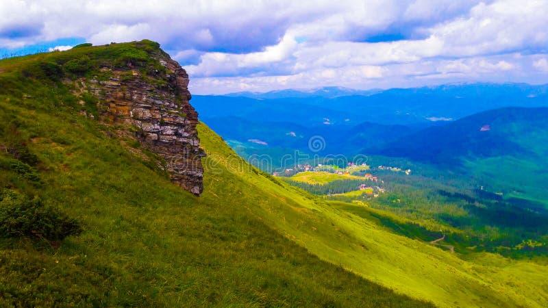 Download Vänd stenen mot fotografering för bildbyråer. Bild av färg - 78728557