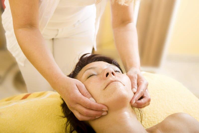 Vända mot massagen royaltyfria bilder