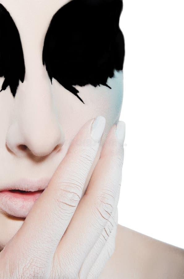 Vända mot och handen av kvinnan med svart vit makeup arkivbild