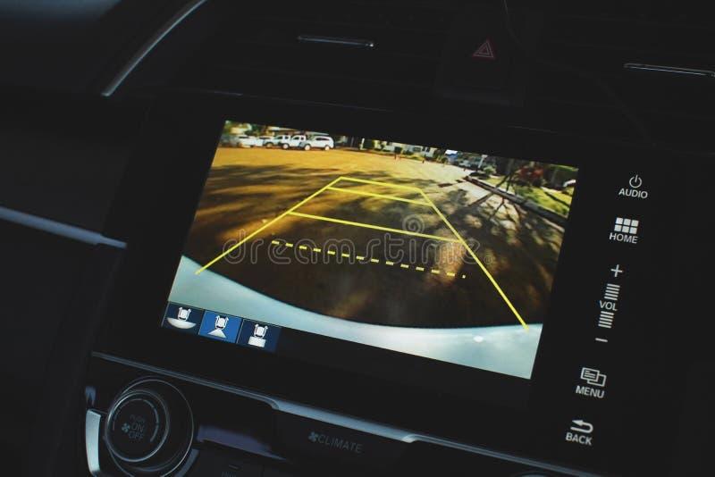 Vänder om bildskärmen för systemet för den bakre sikten för bilen videokameran arkivbild