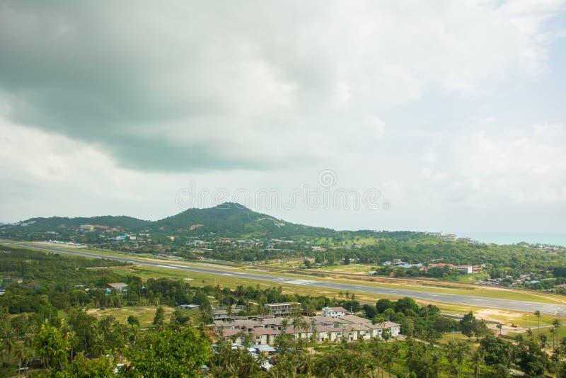 Vändkretsö Samui, hav och flygplats, sikt för Thailand panoramasynvinkel royaltyfria foton